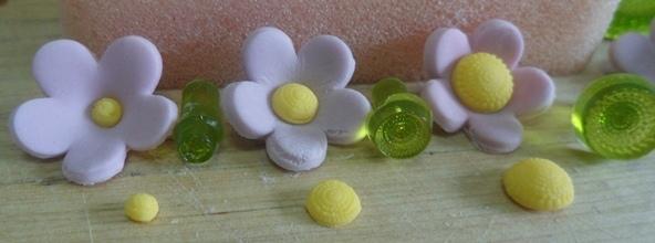 Tutorial fiori semplici tridimensionali pasta di for Fiori semplici