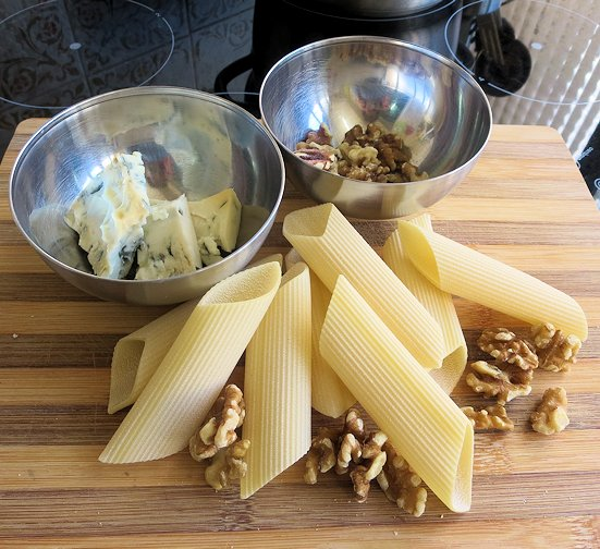 ingredienti pasta gorgonzola noci